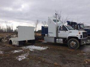 New price $5000.00 toy hauler project 2000 gmc  8500