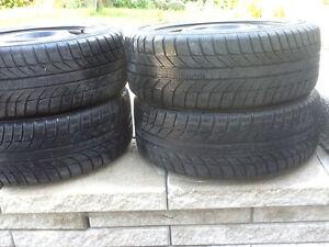 4 pneus d'hiver 205-55-16 sur les roues montee et balancee
