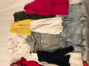 Vêtements pour fille de 4-5 ans lot de 13 items
