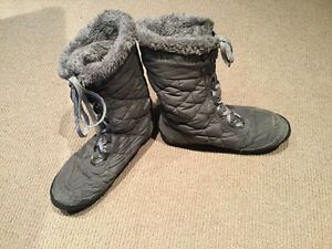 Winter boots size 9 women's (girls) Columbia Cambridge Kitchener Area image 2