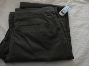 Men's Old Navy grey khaki dress pants Size 33 x 36 inches NWT London Ontario image 8