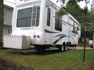 Heartland  Big Horn 2011 model 3070 R L 5TH wheel trailer