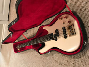SAMICK 5 STRING SATURN ELECTRIC BASS WITH HARDSHELL CASE