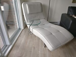 Chaise longue blanche inclinable
