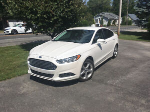 2014 Ford Fusion Blanc perle Berline