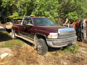 2001 Dodge Power Ram 3500 Pickup Truck/6 spd 4x4