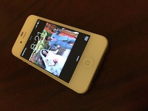 Mint Condition White iPhone 4S, 16GB Rogers.