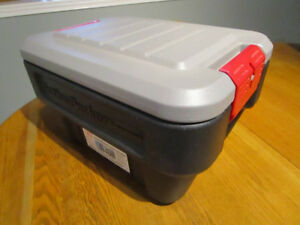 RUBBERMAID ACTION PACKER STORAGE CONTAINER 8 GALLON