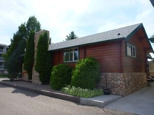 Beautiful Log Home and Double Garage with New Granny Suite!