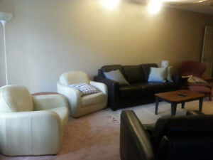 ONLY 1 ROOM LEFT with PRIVATE BATHROOM! Close to Everything!
