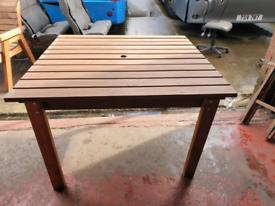 Square garden table medium