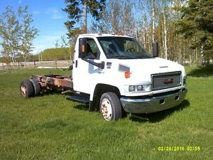 GMC  C5500 CAB AND CHASSIS TRUCK