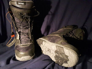 Womens snow board boots size 7.0 US