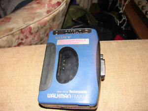 Sony Walkman FM/AM WM-FX12 Rechargeable