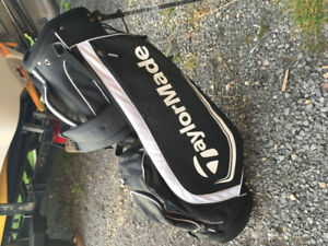 Taylormade golf bag with stand