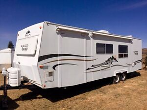 2005 VANGUARD 282sl with BUNKS and 2 SLIDES