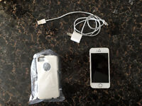 Mint Condition iPhone 5s Gold 16g w/ New OtterBox case / Charger
