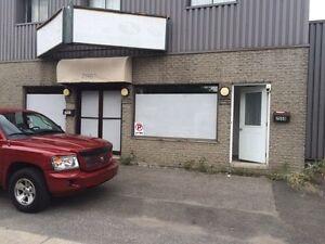 Local Commercial +2 portes garage +Logement 3 1/2