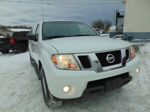 2015 NISSAN FRONTIER SV 4X4, HEATED SEATS, BLUETOOTH, ONE OWNER.