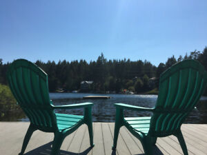 BEAUTIFUL SHAWNIGAN LAKEFRONT CABIN