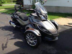 Moto spyder Can-Am Modèle ST limited sport