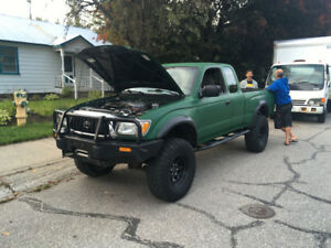 2004 Toyota Tacoma - Lots of extras