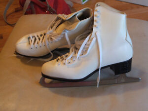 Ladie's shoes,sandals,like new,sz 10,skates,boots,runners $15 Sarnia Sarnia Area image 2