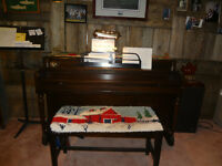 Piano, Apartment size piano  For Sale
