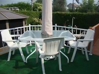 TABLE PATIO + CHAISES