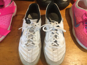 Nike shoe sale - Nike Gato size 8.5 indoor soccer or volleyball