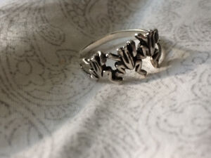 3 Frogs Silver Ring