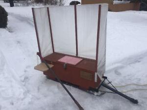 Traîneau pour pêche sur glace