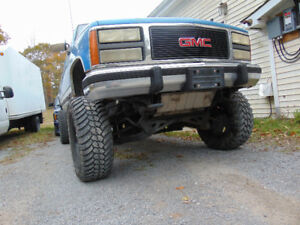 1992 GMC 9 inch lift ..2005.. 6 LT LS motor..5 speed .....trades
