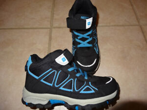 Kids boot, size 1 (NEW)