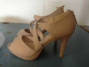 SELLING NICE PAIR OF HEELS Cairns Cairns City Preview