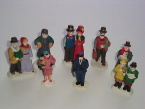 Lot 9 - Selection Various Accessory Pieces for Christmas Village