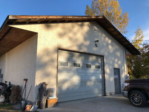 Large heated shop for rent in Lake Country