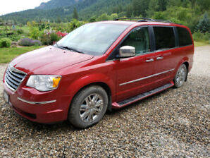 2009 Chrysler Town and Country mini van