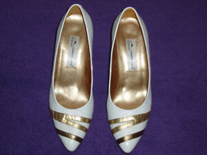 WOMAN'S DRESSY WHITE / GOLD STRIPE LEATHER SHOE West Island Greater Montréal image 2