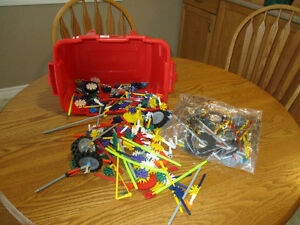 K'nex Building Pieces  Tub of K'nex building pieces