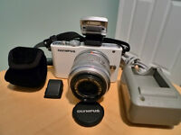 Olympus E PL3 with lens and flash   Excellent condition