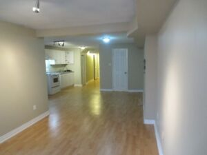 $1100 / 750ft2 - Bright Bachelor Walkout Basement Apt Jan 01