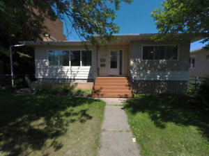 3 Bed 1 Bath Southside by Whyte, Downtown, River - Pet Friendly!