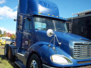2007 FREIGHT-LINER DAY CAB SEMI