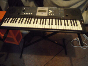 Ypt-230 Yamaha portable keyboard & stand