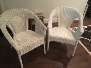 PAIR OF WHITE WICKER CHAIRS - GOOD CONDITION!