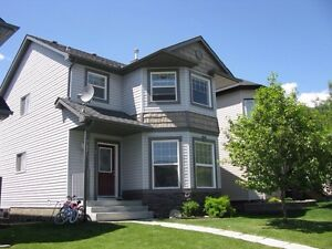 3 bedroom house-Incl water/sewer/recycle/lake fee-Okotoks