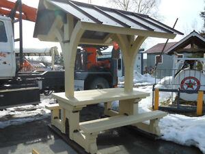 Table à pique-nique en pin massif avec toit