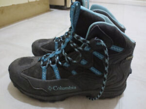 LADIES COUGAR WINTER BOOTS SIZE 8.5-GUC!