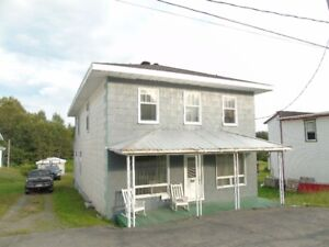 Maison 6 chambres à coucher à vendre à Saint-Camille!